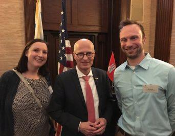Hamburger Bürgermeister Peter Tschentscher zu Gast bei unserer Partnerschule in Chicago