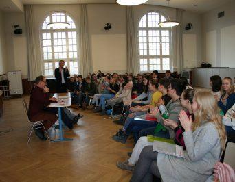 """Wie viel Geld verdienen Abgeordnete der Hamburgischen Bürgerschaft? War der Beruf """"Politiker/in"""" ein Kindheitstraum von Ihnen?"""