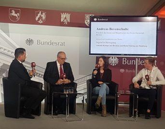 """""""Jugend in Bewegung"""" – Podiumsdiskussion am Tag der Deutschen Einheit"""
