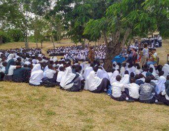 """""""Wazungu, wazungu!"""" – zu Besuch bei unserer Partnerschule in Tansania"""